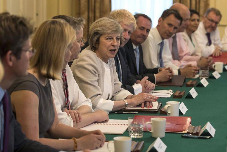 May tijdens haar eerste kabinetsvergadering op 19 juli. Beeld afp