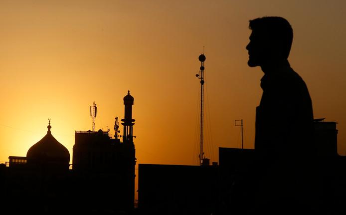Het silhouet van een moskee in Kabul.