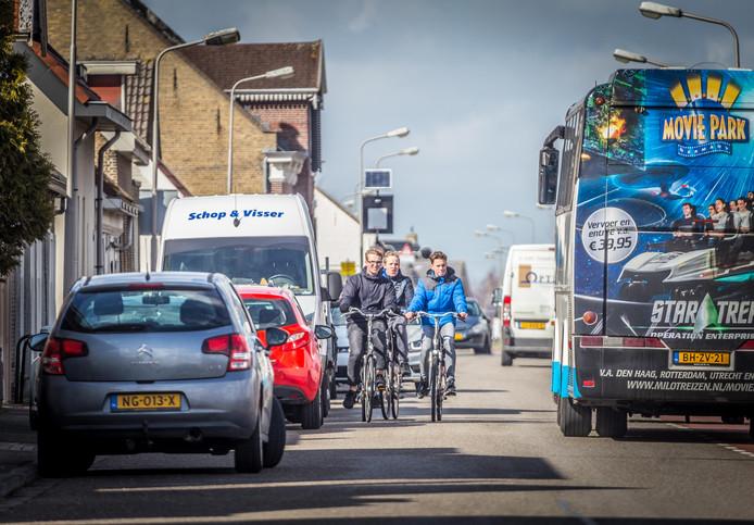 Een oostelijke randweg lost de verkeersproblemen op de overvolle Molendijk in Klaaswaal op.