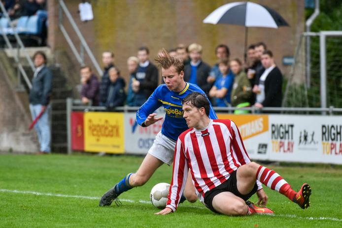 Als de voetbalfusie in Oisterwijk doorgaat, is het gedaan met de derby's, zoals dit treffen tussen Taxandria en Nevelo uit 2016.