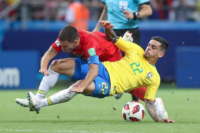 Fagner vloert Eden Hazard in de halve finale van het WK 2018.
