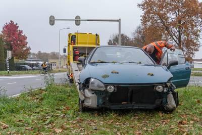 Vrouw gewond bij botsing met auto in Breda, politie onderzoekt of iemand door rood reed