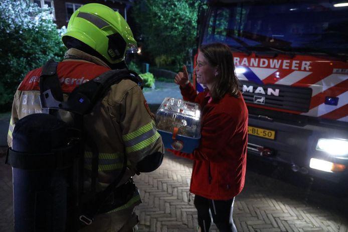 De brandweer wist huisdieren levend te redden uit  de woning in Arnhem.