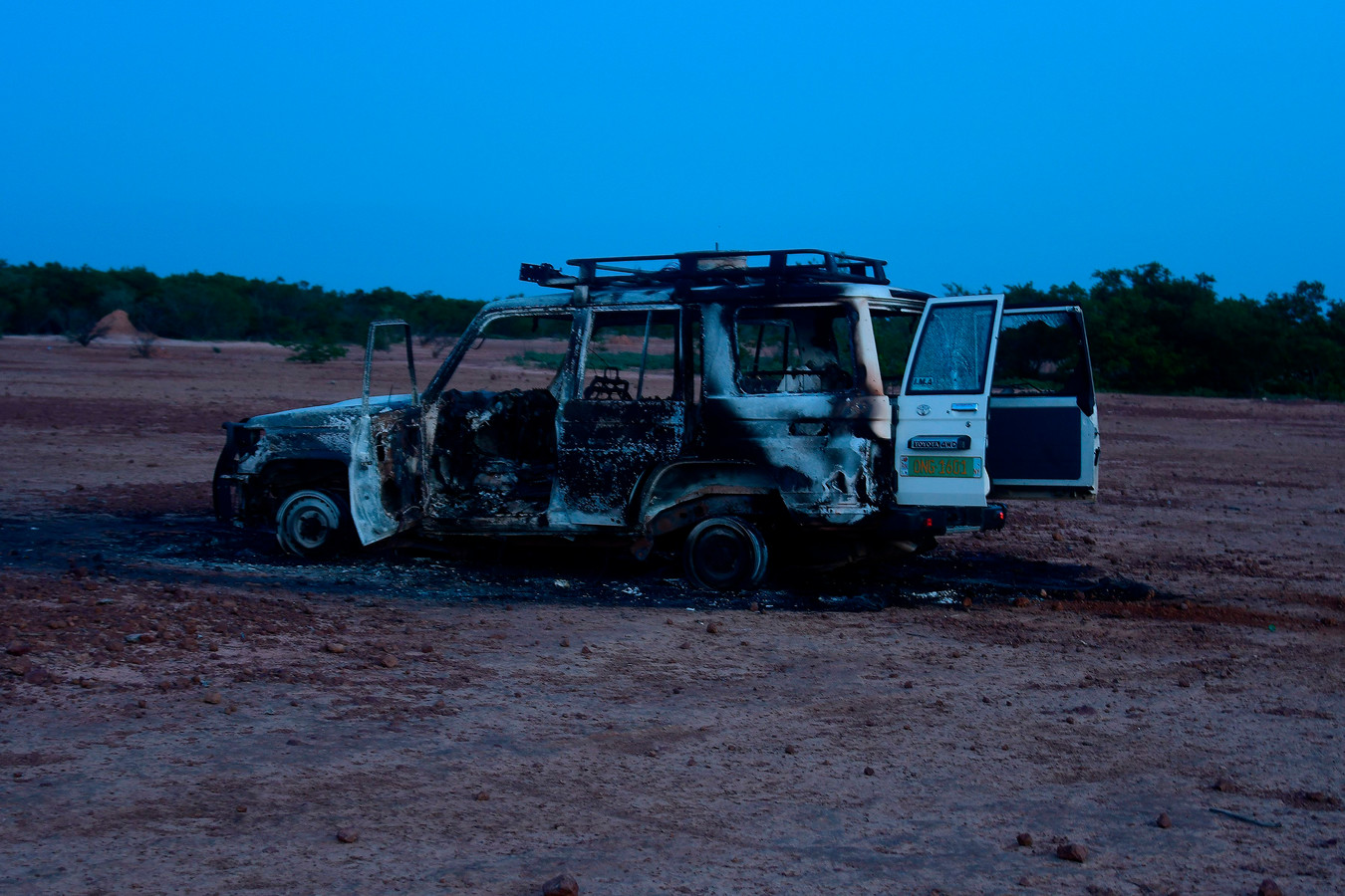 Het 4x4 voertuig van de groep werd doorzeefd met kogels en vloog daarna in brand.