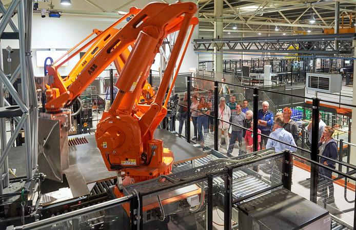 Een voorbeeld van robotisering bij Vanderlande in Veghel.