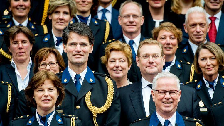 Chef van de Nationale Politie Erik Akerboom te midden van de politietop in maart 2016. Beeld anp
