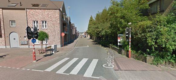 De Geelse straat is tot 30 juni afgesloten tussen Kerkplein en Meuleveld.