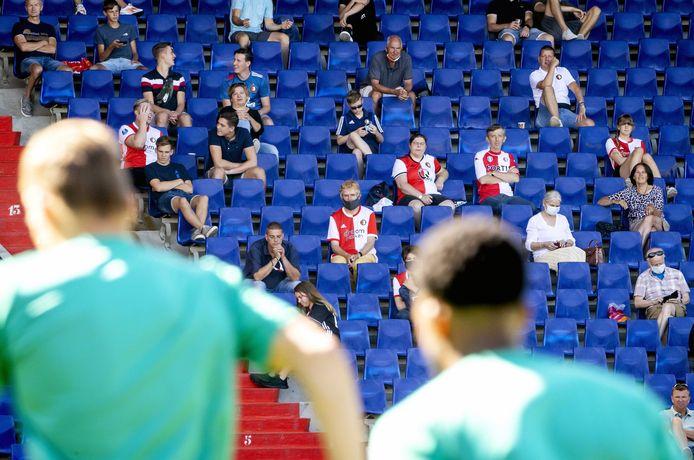 Supporters bij de eerste openbare training van Feyenoord.