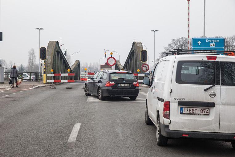 De Meulestedebrug is nog maar eens afgesloten.