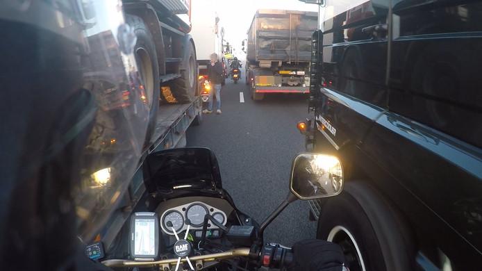 A12 richting Den Haag geblokkeerd vanwege bouwprotest