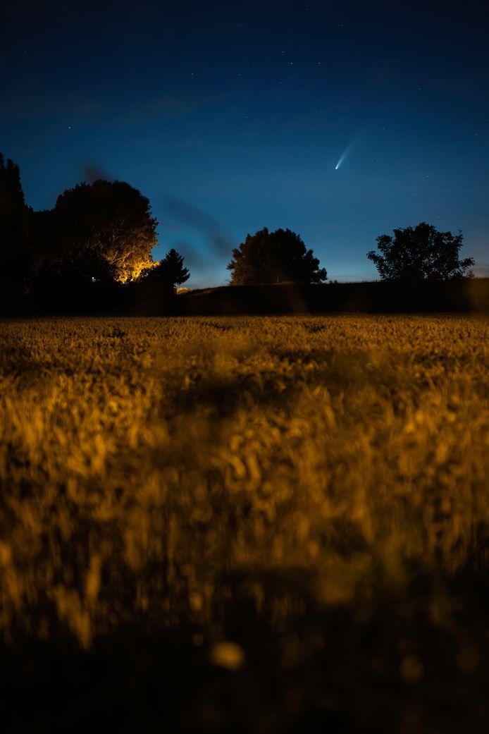 David Holleman fotografeerde komeet Neowise vanuit de Ooijpolder, bij het dorpje Ooij.