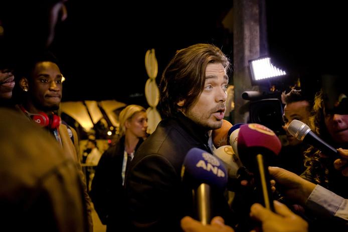Waylon staat de pers te woord na de finale van het Eurovisie Songfestival.