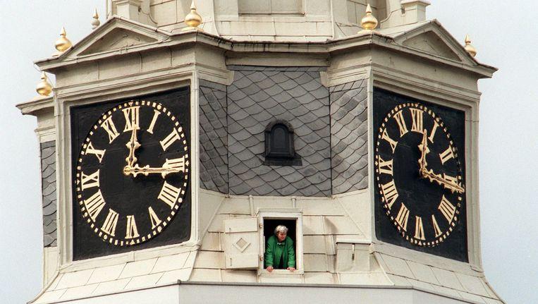 Een bezoeker in de Montelbaanstoren in Amsterdam tijdens Open Monumentendag (archief). Beeld ANP