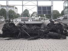 Meerdere auto's verwoest door ontploffing bij autodealer Broekhuis