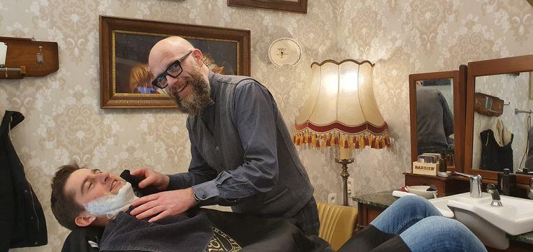 Gert Rombouts in zijn Haarbazaar DeLuxe bij Bruurs in Hoogstraten.
