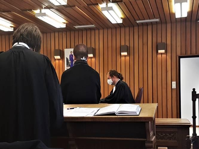 """25-jarige uit De Panne perst minderjarige meisjes af en gooit naaktfoto's online: """"Die man heeft levens verwoest"""""""
