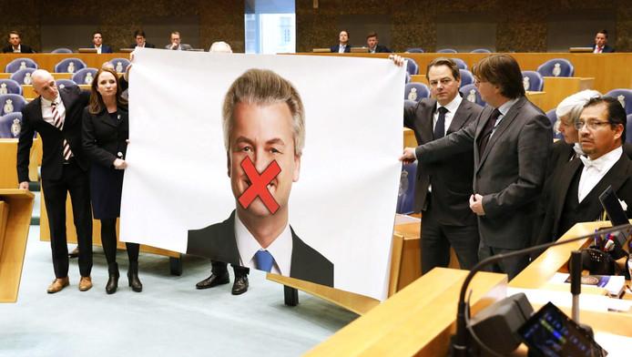 De PVV-fractie protesteerde vanmiddag in de Kamer tegen de eis