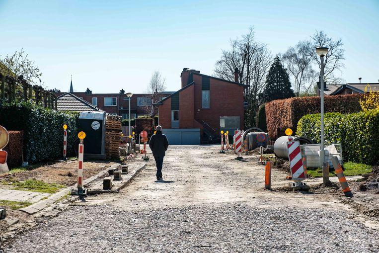 Het rioleringsproject in de Frits Van den Berghelaan en Gustaaf De Smetlaan ligt stil door de coronamaatregelen.