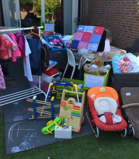 Rommelmarkt aan huis bij bewoners wijk Strijp in Aarle-Rixtel