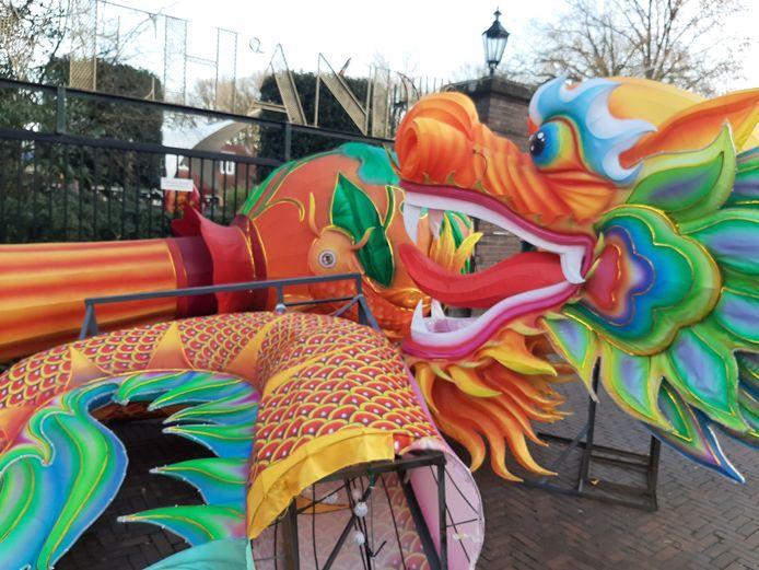 Kunstwerken bij de ingang van het dierenpark