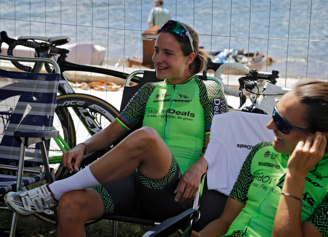 Marianne Vos in het shirt van WaowDeals Pro Cycling.