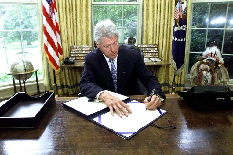 Bill Clinton in zijn kantoor Beeld ANP
