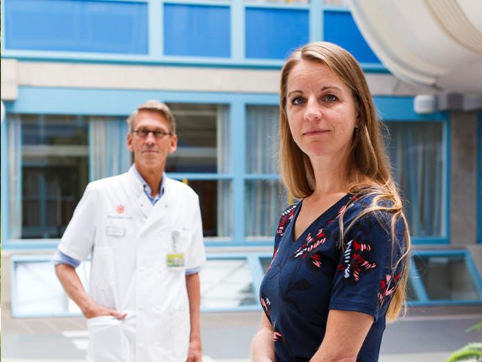 Jetske van der Schaar, drager van Alzheimersgen en neuroloog Philip Scheltens in VU ziekenhuis