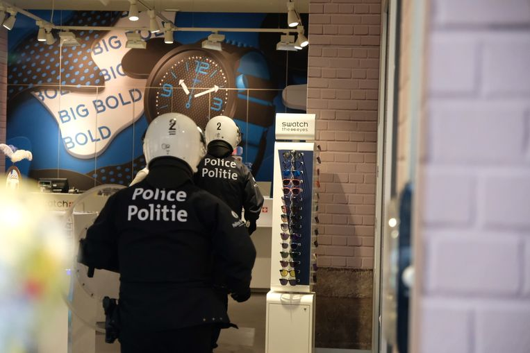 De politie moest enkele gele hesjes arresteren die een horlogewinkel waren binnengevlucht.