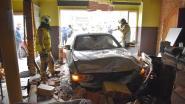 Oeps! Jongeman parkeert BMW tegen toog van leegstaand café