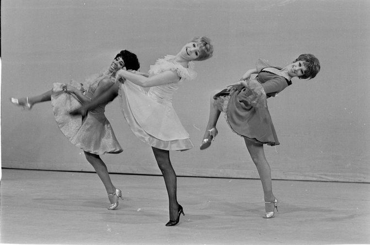 Een scène uit de musical Sweet Charity met v.l.n.r Milly Scott, Jasperina de Jong en Ronny Bierman. Beeld anp