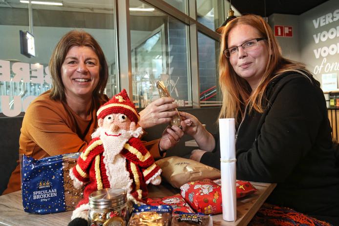 Erica Horsten (links) is HulpSint voor gezinnen voor onder meer Madelon Palm.
