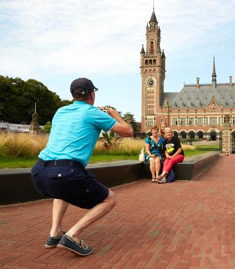 Amsterdam 'verkoopt' toeristen aan dolblij Den Haag