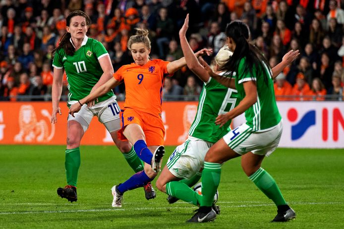 Vivianne Miedema in actie tegen Ierland.