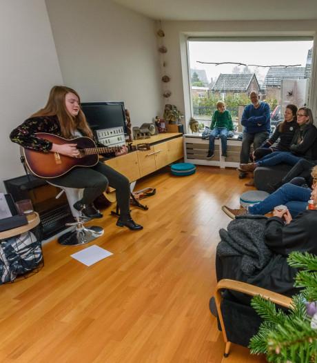 Muziek en ontmoetingen in Haaksbergse huiskamers: knus, intiem en heel dichtbij