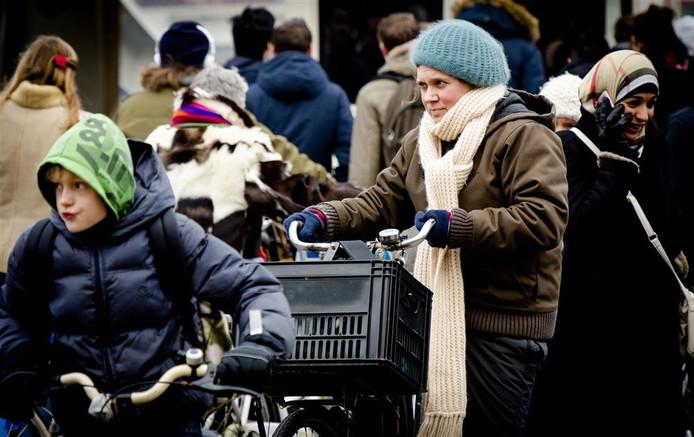 Het wordt koud. De muts, sjaals en winterjassen kunnen weer uit de kast