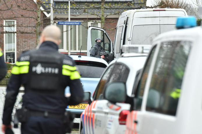 De politie ter plaatse op de Prins Bernhardstraat in Everdingen.