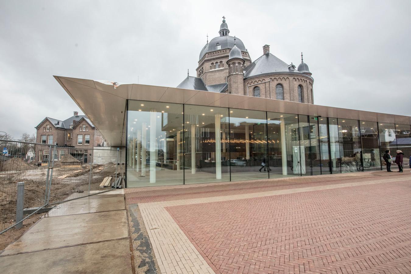 De nieuwe ingang  en foyer van het Speelhuis aan de Kromme Steenweg.