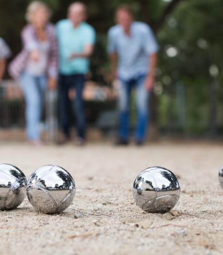 Toplaag jeu de boulesbanen in Zierikzee nu al versleten