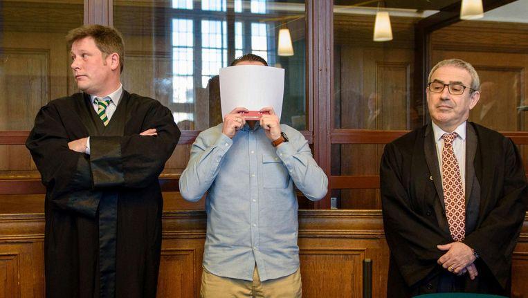Hamdi H. en zijn advocaten in de Berlijnse rechtbank. Beeld afp