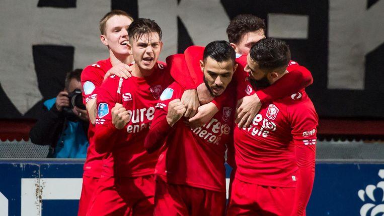 Assaidi viert de 1-1 met zijn teamgenoten. Beeld ProShots