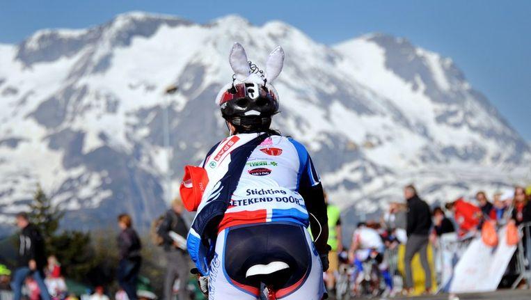 Fietser beklimt de Alpe 'd Huez Beeld afp