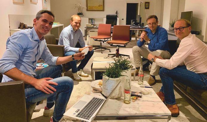 Onderhandelen, dat is vaak wachten. Ook om 3 uur 's nachts. Ideaal moment om te kleurenwiezen, dachten ze bij N-VA, met Lorin Parys, Sven De Neef, Bart De Wever en Ben Weyts.