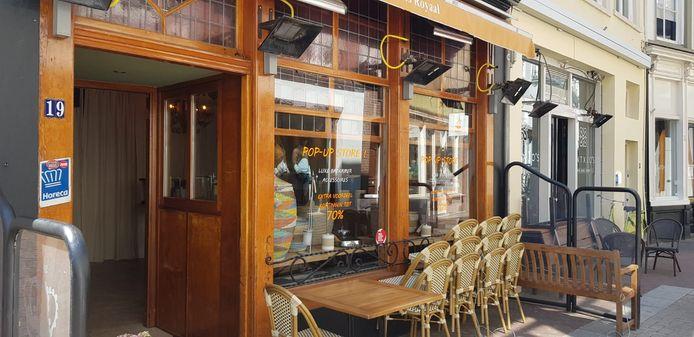 Café Plaats Royaal is even Badkamerspecialist Plaats Royaal