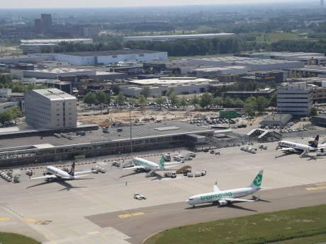 Meepraten over Eindhoven Airport tijdens bijeenkomst in Evoluon