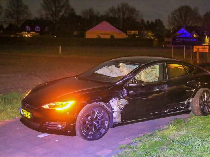 Motorrijder zwaargewond na flinke aanrijding met auto in Deurne