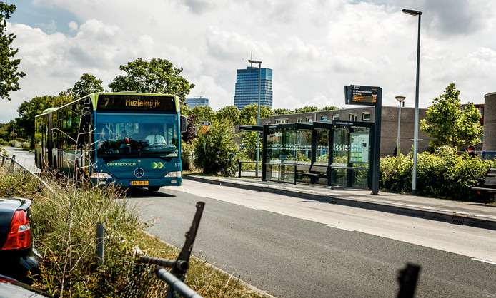 Een bushalte in Almere, foto ter illustratie