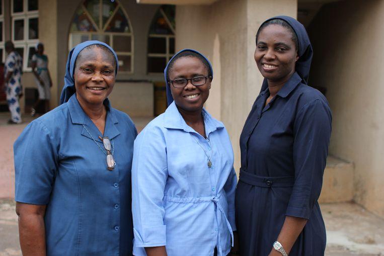 Zuster Bibiana Emenaha (links) en haar collega's helpen meisjes die slachtoffer zijn van vrouwenhandel. Beeld Sarah Haaij
