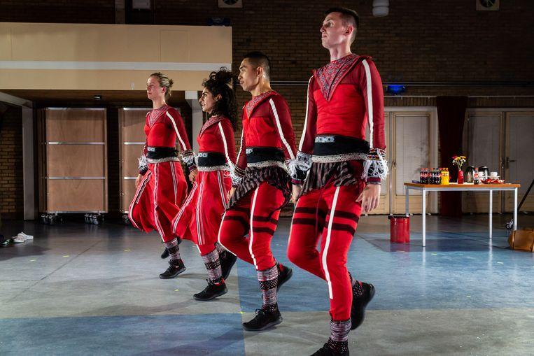 Maas Theater en Dans met 'Uniform'. Beeld Nichon Glerum