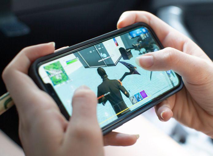 Apple en Epic Games, het bedrijf achter Fortnite, liggen al enige tijd met elkaar overhoop.