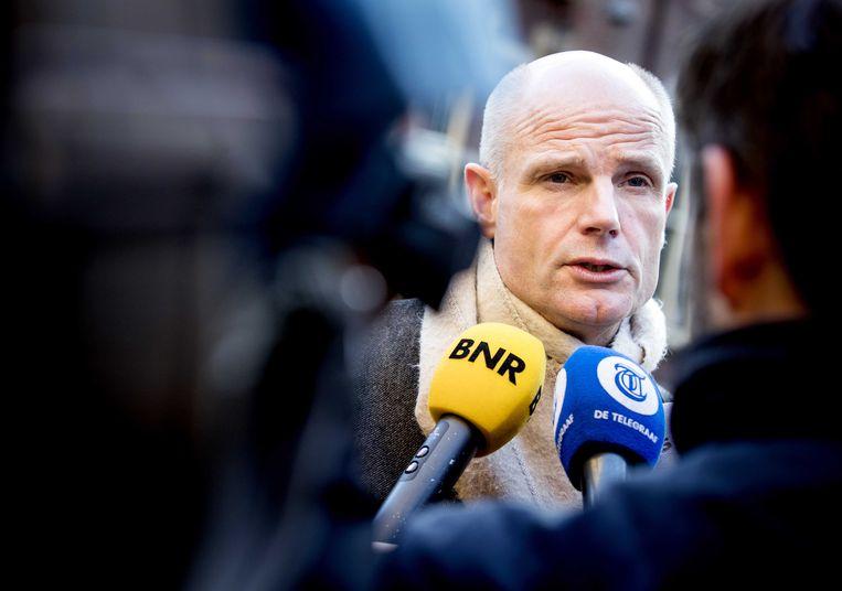 Minister Blok van Buitenlandse Zaken staat de pers te woord op het Binnenhof.  Beeld ANP - Koen van Weel.